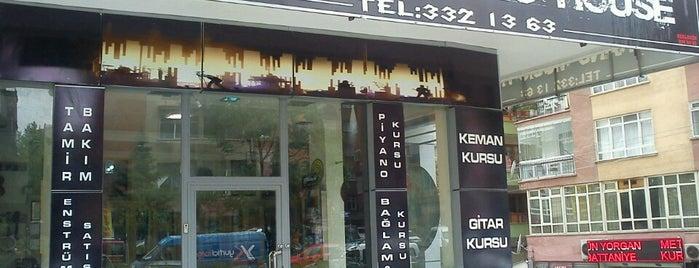 Frekans Music House is one of สถานที่ที่ Orkun ถูกใจ.