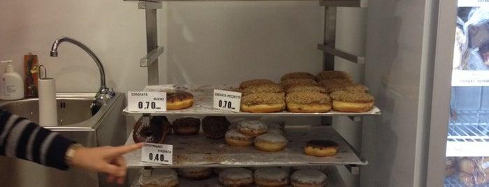 Nanou Donuts House is one of สถานที่ที่ J ถูกใจ.