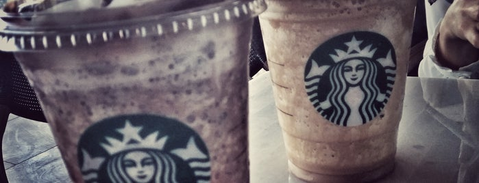 Starbucks is one of C B Atakanさんのお気に入りスポット.