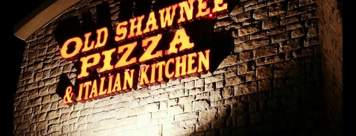 Old Shawnee Pizza is one of Lieux qui ont plu à Jackie.