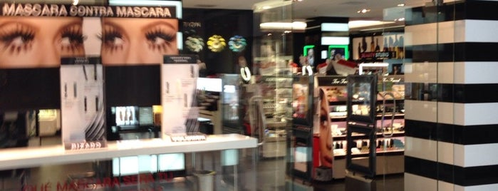 Sephora is one of Locais curtidos por Miriam.