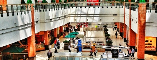 Praia de Belas Shopping is one of Compras.