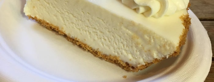 Key West Key Lime Pie Company is one of Locais curtidos por Asli.
