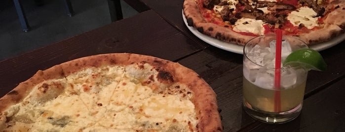ZuriLee Pizza Bar is one of Asli'nin Beğendiği Mekanlar.