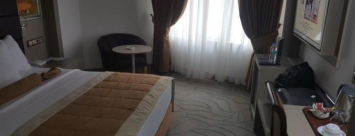 Marathon Hotel is one of Locais curtidos por Çınar.