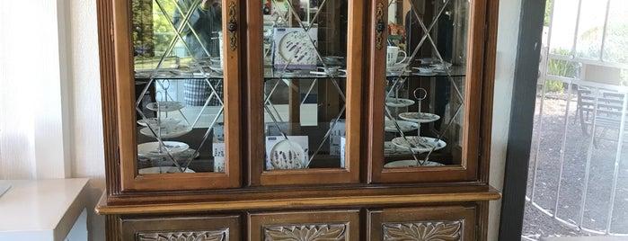 Maui Lavender Cafe is one of Locais curtidos por Adam.