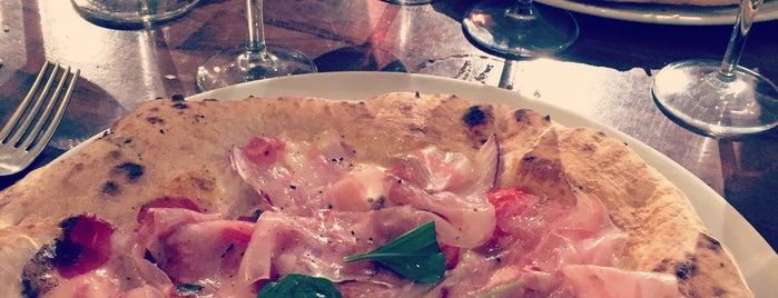 La Piola Pizza is one of สถานที่ที่ Geoffrey ถูกใจ.