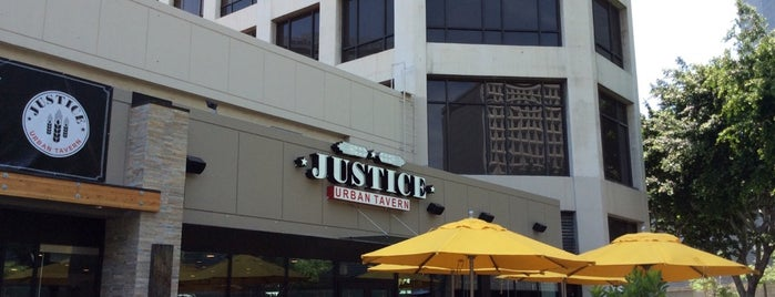 Justice Urban Tavern is one of Posti che sono piaciuti a Karl.