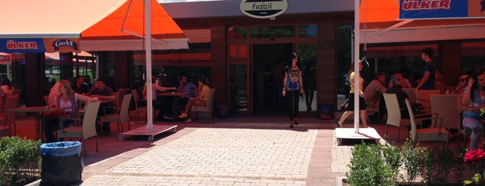 Fozzil Cafe & Market is one of Eskişehir.