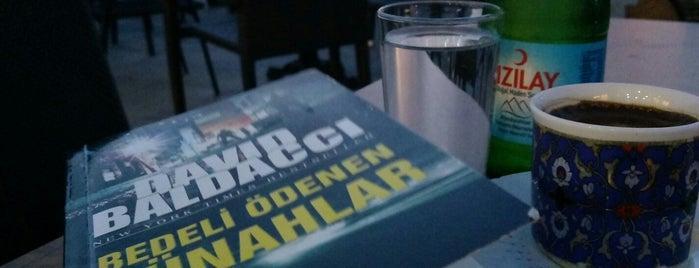 İstanbul Kitap Kafe is one of สถานที่ที่ Tuğba ถูกใจ.