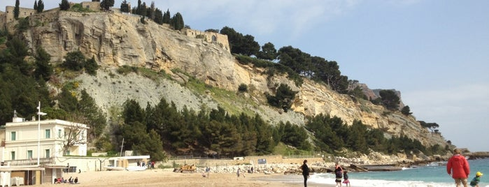 Plage de Cassis is one of Locais curtidos por A.