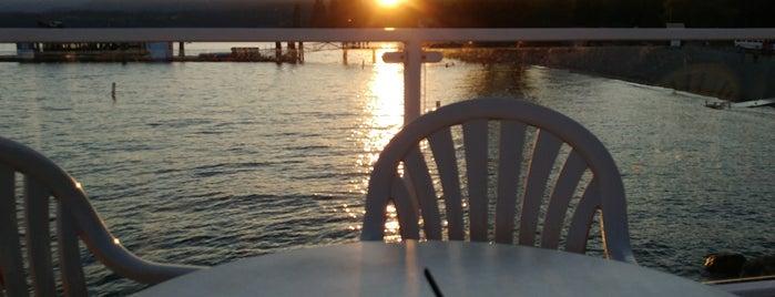 Boardwalk Bar is one of Tempat yang Disukai John.