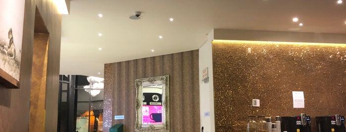 Signature Lux Hotel is one of Posti che sono piaciuti a Ângela.