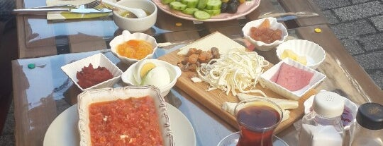 Arka Sokak is one of Weekend brunch in Istanbul.
