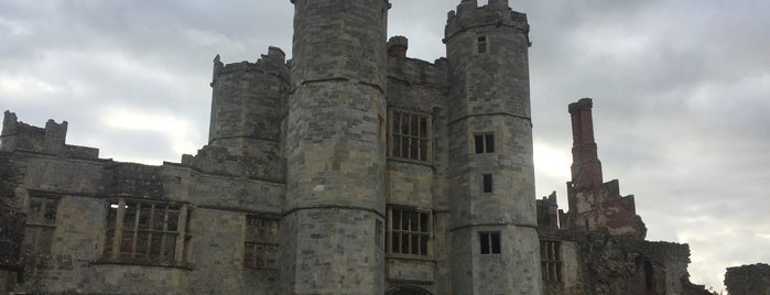 Titchfield Abbey is one of Orte, die Carl gefallen.