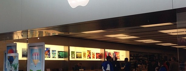 Apple Lenox Square is one of Tempat yang Disukai Kawika.