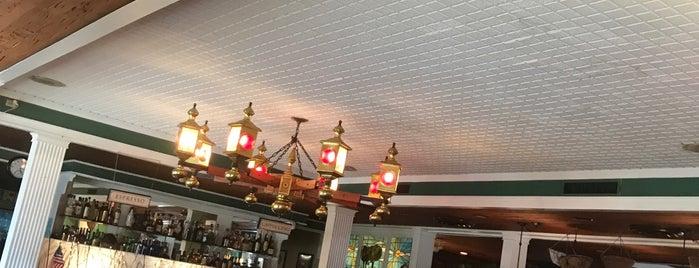 Ramando's Italian Restaurant is one of Lugares guardados de Lizzie.