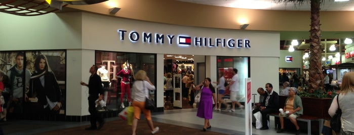 Tommy Hilfiger Company Store is one of Lugares favoritos de Sergio M. 🇲🇽🇧🇷🇱🇷.