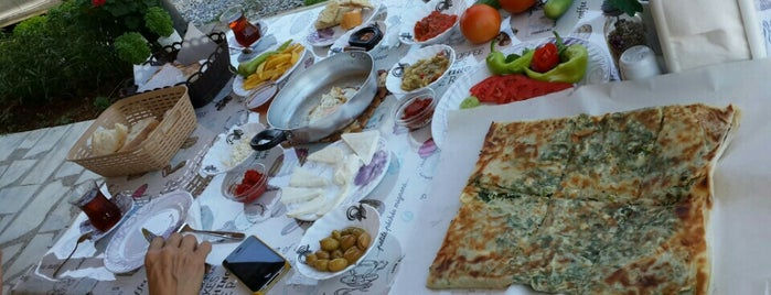 Şükran Abla Gözleme ve Kahvaltı Evi is one of Locais curtidos por Taha Onder.