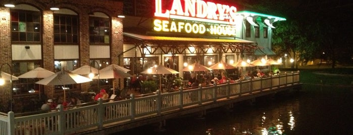 Landry's Seafood House is one of Lieux qui ont plu à Tony.