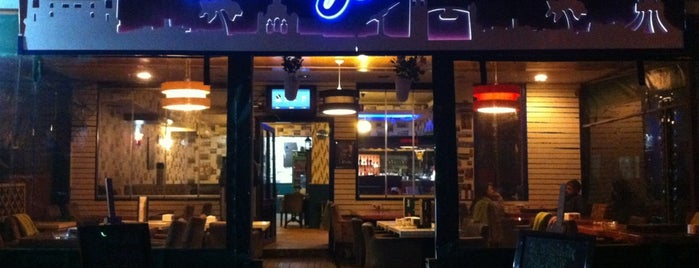 Biiz Cafe & Bistro is one of Veni Vidi Vici İzmir 2.