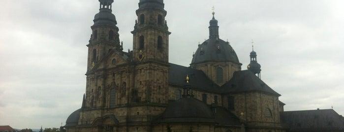 Dom St. Salvator is one of Kathedralkirchen.
