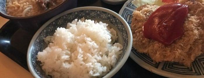 肉のやしろ 青木亭 is one of Shigeo 님이 좋아한 장소.