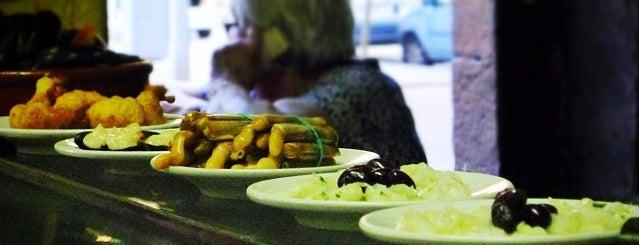 La Cova Fumada is one of Llocs on menjar.