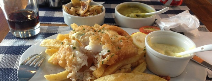 Chipper Traditional Fish & Chips is one of Ir a comer a.