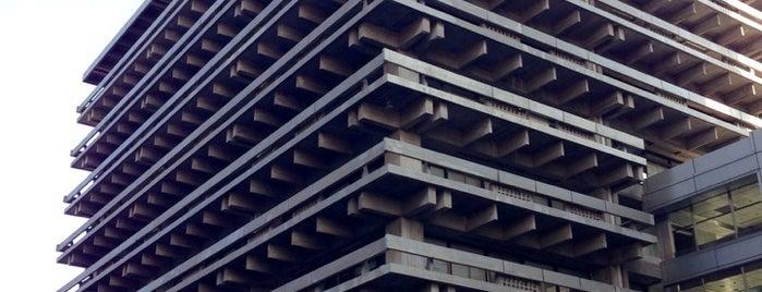 香川県庁東館 (旧本館) is one of 丹下健三の建築 / List of Kenzo Tange buildings.
