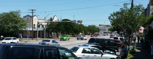 Main Street, Fredericksburg TX is one of Ritaさんのお気に入りスポット.