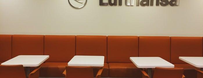 Lufthansa Business Lounge is one of สถานที่ที่ Olcay ถูกใจ.