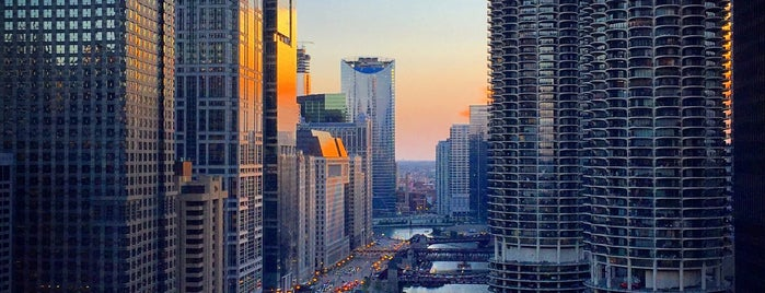 London House Chicago by Hilton is one of Chicago Skywalking.