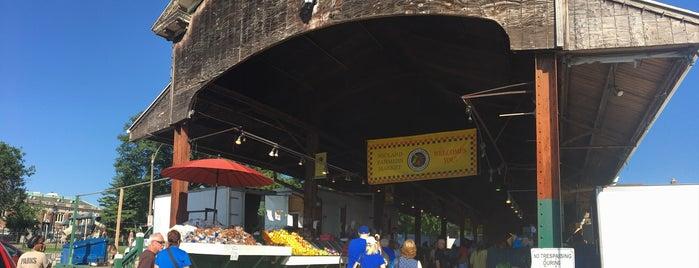 Soulard Farmers Market is one of สถานที่ที่ Kacie ถูกใจ.