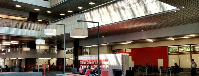 UW: Odegaard Undergraduate Library is one of Lugares favoritos de Breanna.