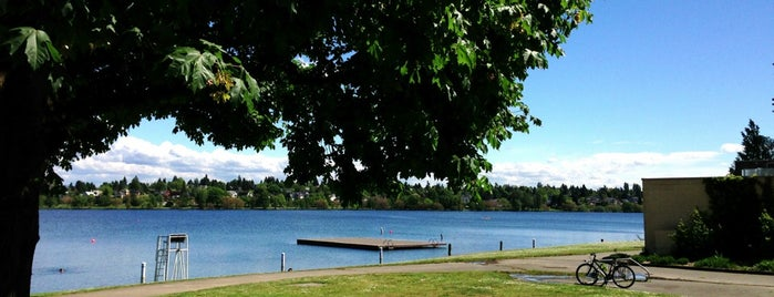 Green Lake Park is one of Lugares favoritos de Nadia.