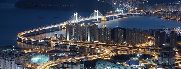 Gwangan Bridge is one of José I.さんの保存済みスポット.