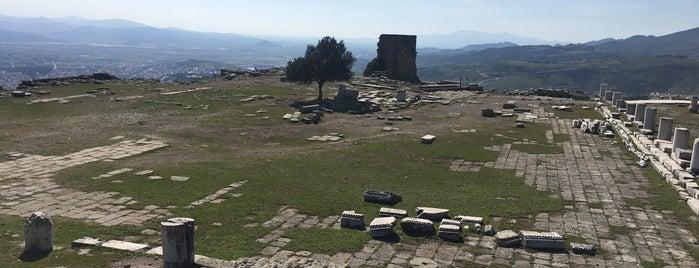 Akrapolis Antik Tiyatro is one of Tempat yang Disukai Derya.