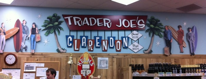Trader Joe's is one of Lugares favoritos de Wallace.