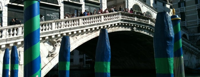 Ponte di Rialto is one of World Heritage Sites!!!.