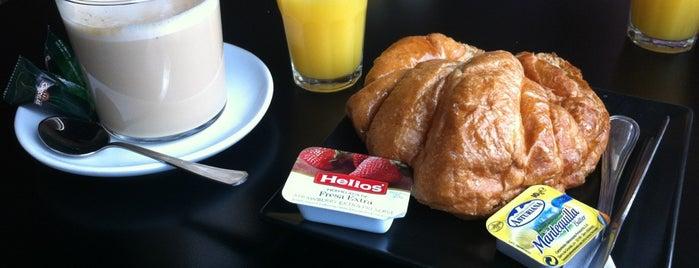 Cafetería MOON is one of Lieux qui ont plu à Marta.