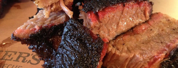 Fletcher's Brooklyn Barbecue is one of Locais curtidos por Adam.