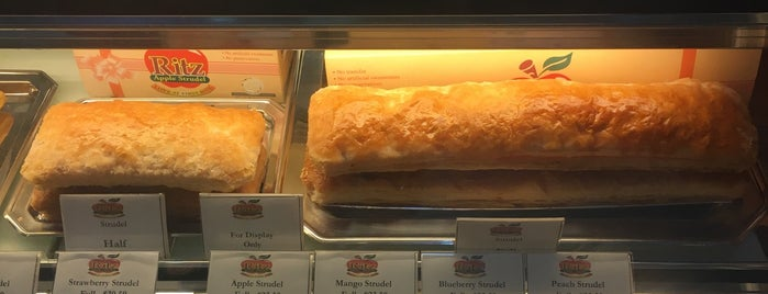 Ritz Apple Strudel is one of Ian 님이 좋아한 장소.