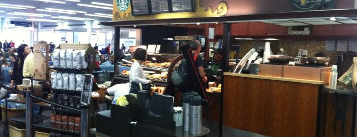 Starbucks is one of Lugares favoritos de Kyle.