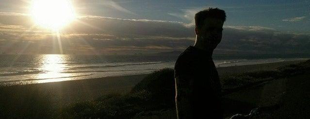 Huntington Beach Cliffs is one of Locais curtidos por Ryan.