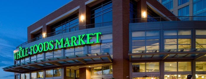 Whole Foods Market is one of Tempat yang Disukai Drew.