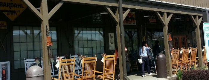 Cracker Barrel Old Country Store is one of Roberto 님이 좋아한 장소.