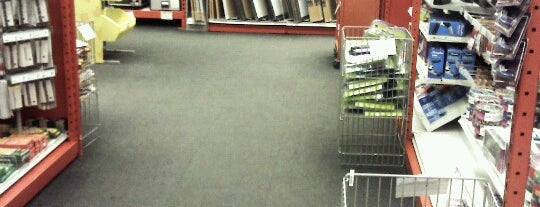 Staples is one of Tempat yang Disukai Jason.
