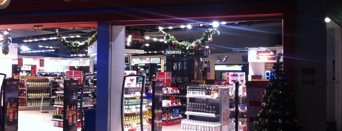 Dufry Shop is one of Sofia'nın Beğendiği Mekanlar.