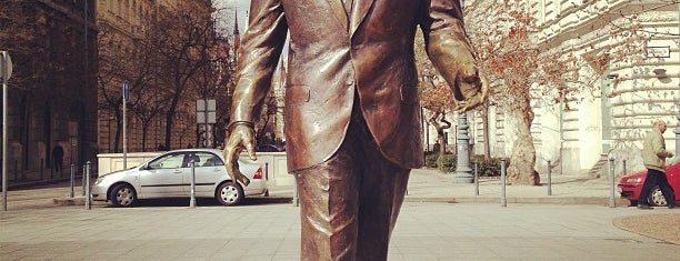 Ronald Reagan szobor is one of BP.